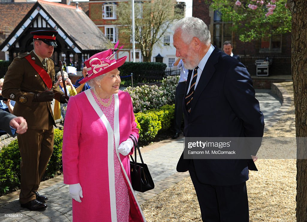The Queen and <a gi-track='captionPersonalityLinkClicked' href=/galleries/search?phrase=Sir+Robin+Knox-Johnston&family=editorial&specificpeople=2821245 ng-click='$event.stopPropagation()'>Sir Robin Knox-Johnston</a> at Berkhamsted School's 475th Anniversary celebrations on May 6, 2016 in Berkhamsted, England.