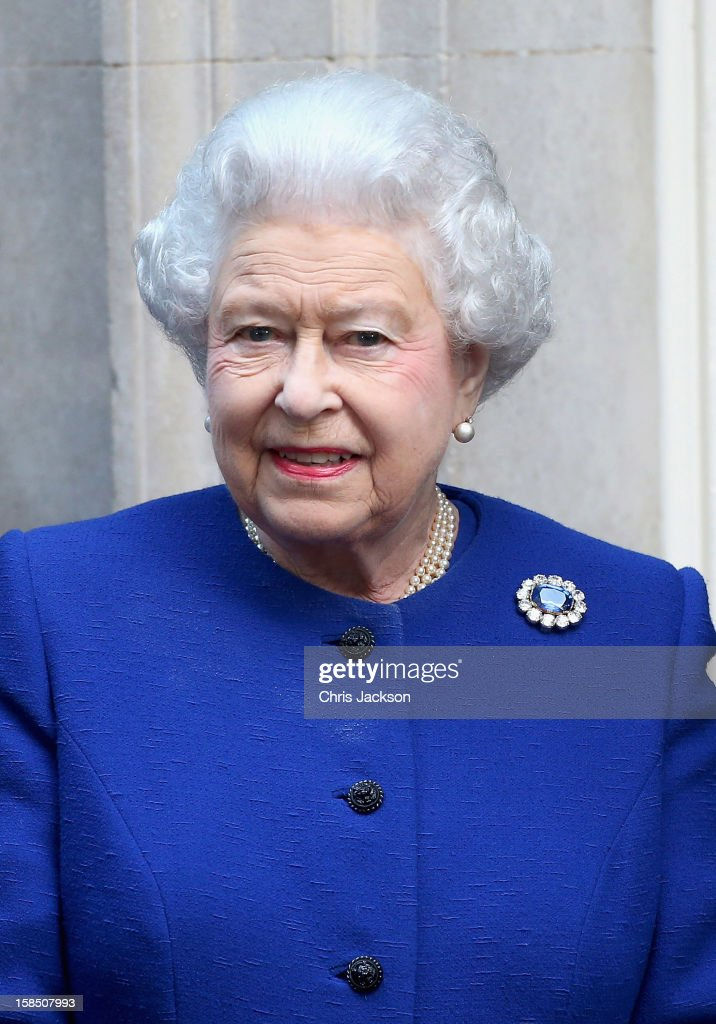 Queen <a gi-track='captionPersonalityLinkClicked' href=/galleries/search?phrase=Elizabeth+II&family=editorial&specificpeople=67226 ng-click='$event.stopPropagation()'>Elizabeth II</a> arrives at 10 Downing Street as she visits to attend a cabinet meeting on December 18, 2012 in London, England.
