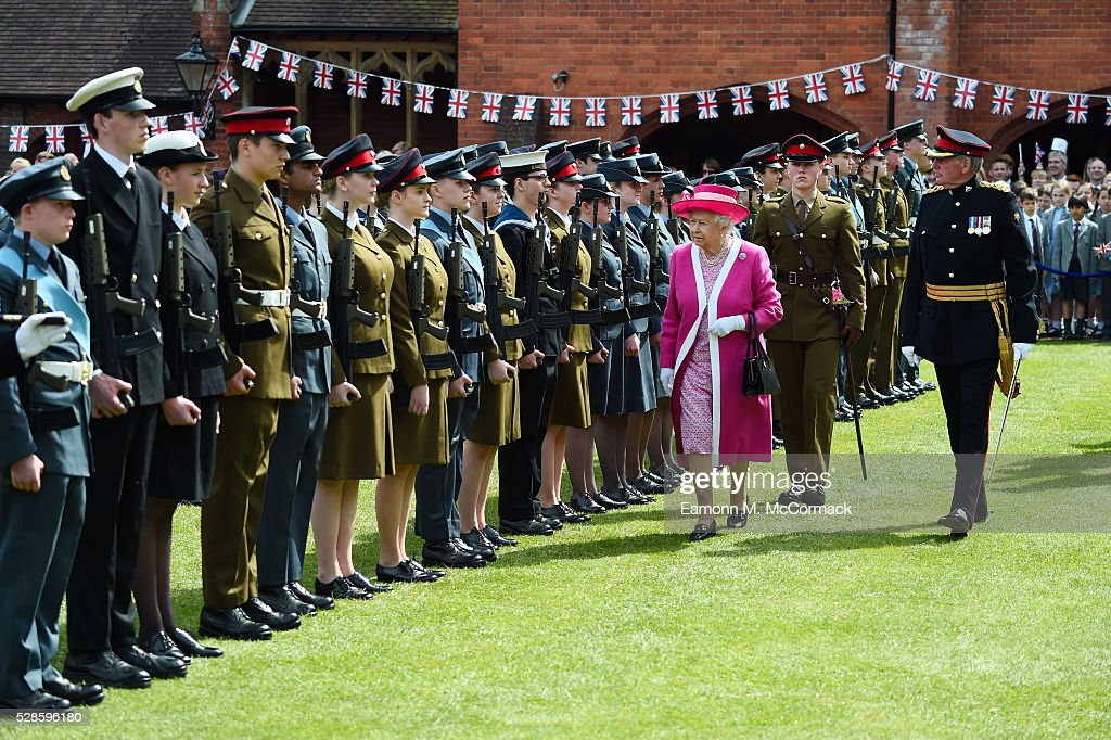 Queen <a gi-track='captionPersonalityLinkClicked' href=/galleries/search?phrase=Elizabeth+II&family=editorial&specificpeople=67226 ng-click='$event.stopPropagation()'>Elizabeth II</a> arrives at Berkhamsted School as part of the School's 475th Anniversary celebrations on May 6, 2016 in Berkhamsted, England.
