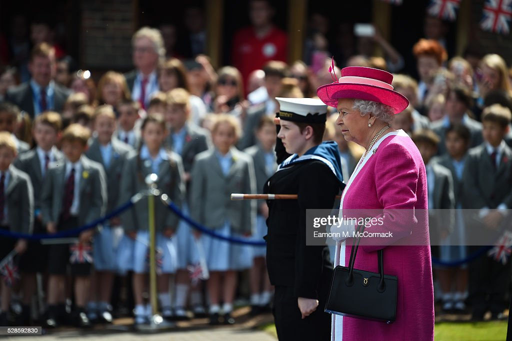The Queen arrives at Berkhamsted School for the School's 475th Anniversary celebrations on May 6, 2016 in Berkhamsted, England.