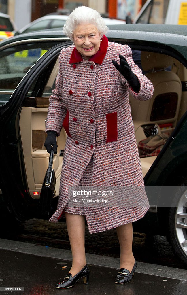 Queen <a gi-track='captionPersonalityLinkClicked' href=/galleries/search?phrase=Elizabeth+II&family=editorial&specificpeople=67226 ng-click='$event.stopPropagation()'>Elizabeth II</a> arrives at King's Cross Railway Station to take the train to King's Lynn on route to her Norfolk Estate, Sandringham House, for her traditional Christmas Break on December 20, 2012 in London, England.