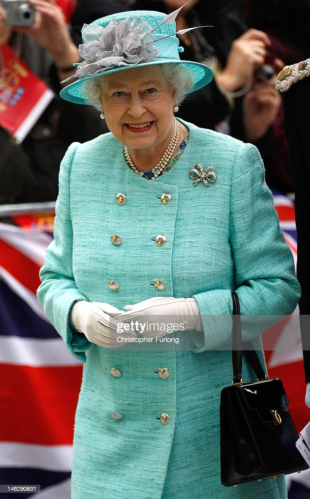 Queen <a gi-track='captionPersonalityLinkClicked' href=/galleries/search?phrase=Elizabeth+II&family=editorial&specificpeople=67226 ng-click='$event.stopPropagation()'>Elizabeth II</a> arrives at Nottingham Town Hall during her visit to the East Midlands on June 13, 2012 in Nottingham, England. The Queen was accompanied by Prince William, Duke of Cambridge and Catherine, Duchess of Cambridge, during her official visit to the East Midlands. Prince William will later make his official tribute to the Queen for the Jubilee.