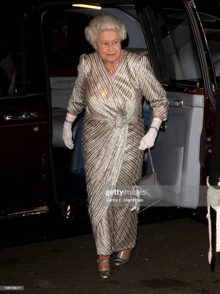 Queen <a gi-track='captionPersonalityLinkClicked' href=/galleries/search?phrase=Elizabeth+II&family=editorial&specificpeople=67226 ng-click='$event.stopPropagation()'>Elizabeth II</a> arrives at the at Royal Albert Hall for the Royal Variety performance on November 19, 2012 in London, England.