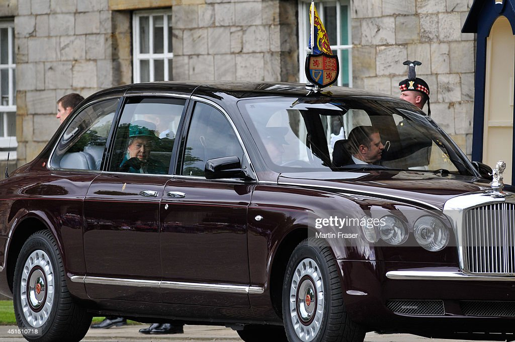 Queen <a gi-track='captionPersonalityLinkClicked' href=/galleries/search?phrase=Elizabeth+II&family=editorial&specificpeople=67226 ng-click='$event.stopPropagation()'>Elizabeth II</a> arrives at the Ceremony of The Keys, with the 2nd Battallion Royal Regiment of Scotland as Guard of Honour at The Palace Of Holyroodhouse on June 30, 2014 in Edinburgh, Scotland.