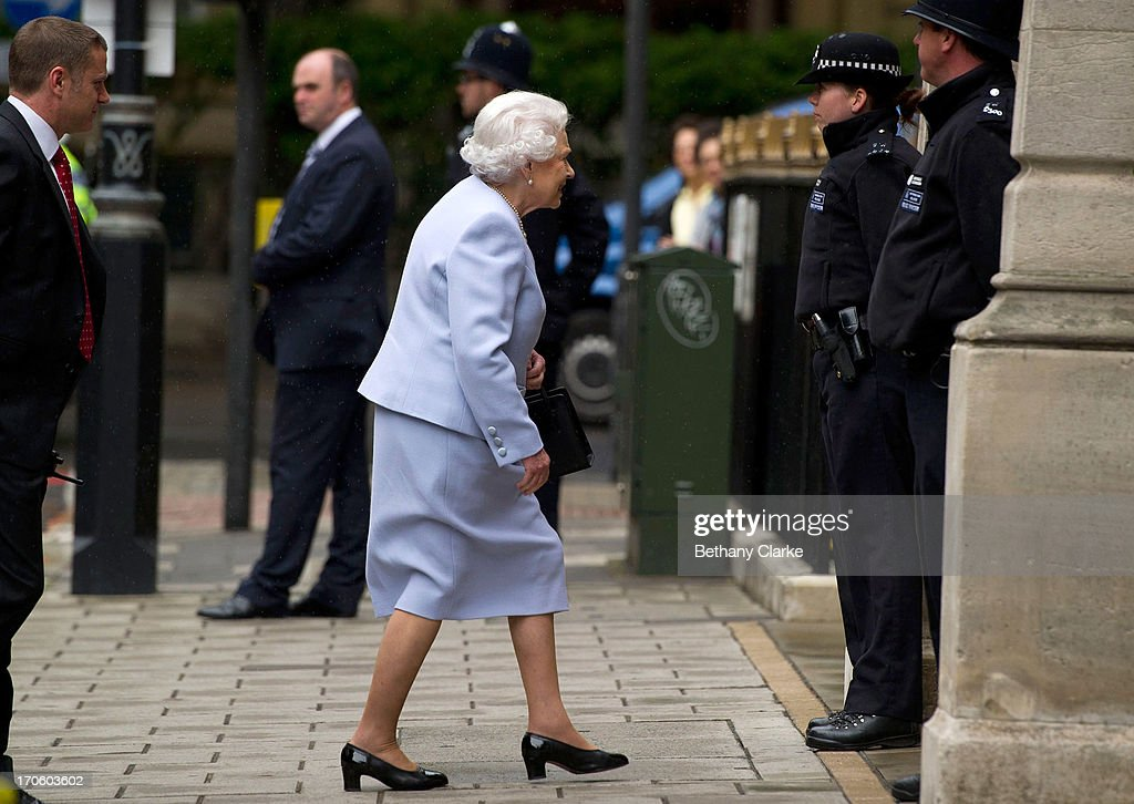 Queen <a gi-track='captionPersonalityLinkClicked' href=/galleries/search?phrase=Elizabeth+II&family=editorial&specificpeople=67226 ng-click='$event.stopPropagation()'>Elizabeth II</a> arrives at the London Clinic to visit her husband Prince Philip, Duke of Edinburgh on June 15, 2013 in London, England. The Duke of Edinburgh is recovering in hospital after undergoing exploratory abdominal surgery.