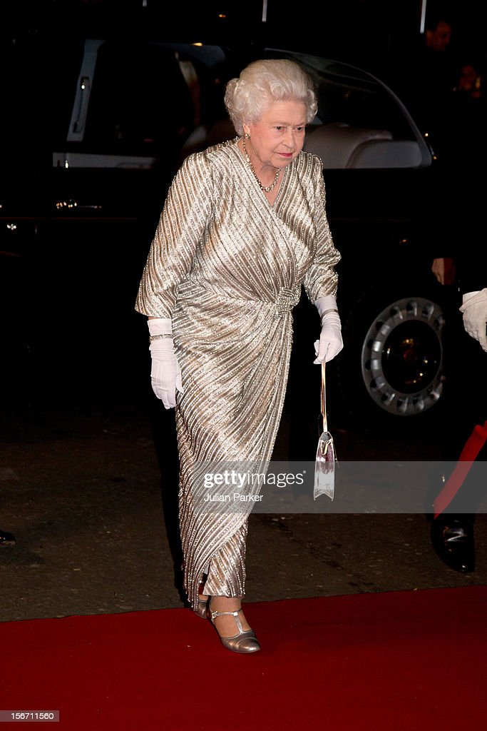 Queen <a gi-track='captionPersonalityLinkClicked' href=/galleries/search?phrase=Elizabeth+II&family=editorial&specificpeople=67226 ng-click='$event.stopPropagation()'>Elizabeth II</a> arrives at the Royal Albert Hall for the Royal Variety performance on November 19, 2012 in London, England.