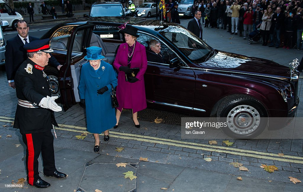 Queen <a gi-track='captionPersonalityLinkClicked' href=/galleries/search?phrase=Elizabeth+II&family=editorial&specificpeople=67226 ng-click='$event.stopPropagation()'>Elizabeth II</a> arrives at the Royal Commonwealth Society on November 14, 2012 in London, England.