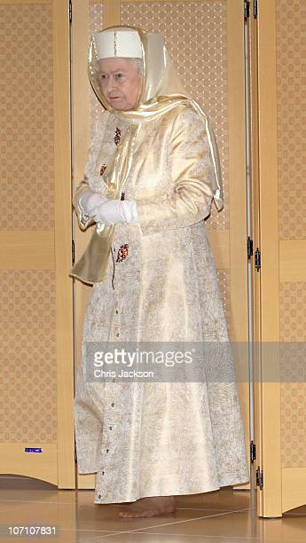 Queen Elizabeth II arrives at the Sheikh Zayed Mosque on November 24 2010 in Abu Dhabi United Arab Emirates Queen Elizabeth II and Prince Philip Duke...