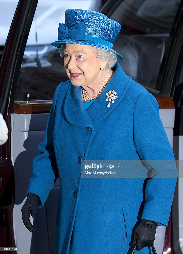 Queen <a gi-track='captionPersonalityLinkClicked' href=/galleries/search?phrase=Elizabeth+II&family=editorial&specificpeople=67226 ng-click='$event.stopPropagation()'>Elizabeth II</a> arrives for a visit to the Royal Commonwealth Society on November 14, 2012 in London, England.