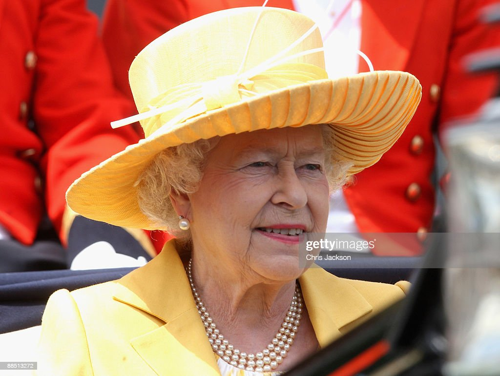 HM Queen <a gi-track='captionPersonalityLinkClicked' href=/galleries/search?phrase=Elizabeth+II&family=editorial&specificpeople=67226 ng-click='$event.stopPropagation()'>Elizabeth II</a> arrives in the parade ring in a horse drawn carriage on the first day of Royal Ascot 2009 at Ascot Racecourse on June 16, 2009 in Ascot, England.