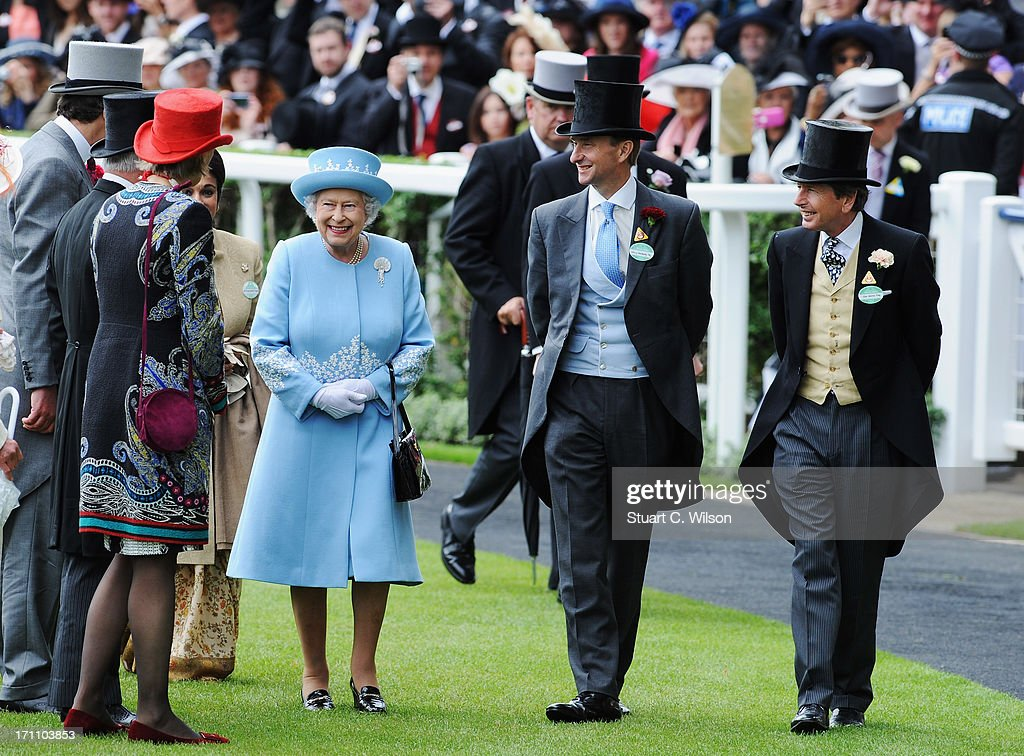 Queen <a gi-track='captionPersonalityLinkClicked' href=/galleries/search?phrase=Elizabeth+II&family=editorial&specificpeople=67226 ng-click='$event.stopPropagation()'>Elizabeth II</a> arrives with the Royal Procession on day five of Royal Ascot at Ascot Racecourse on June 22, 2013 in Ascot, England.