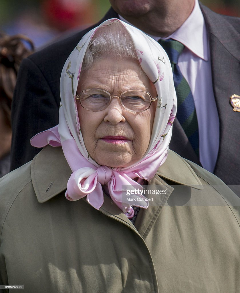 Queen <a gi-track='captionPersonalityLinkClicked' href=/galleries/search?phrase=Elizabeth+II&family=editorial&specificpeople=67226 ng-click='$event.stopPropagation()'>Elizabeth II</a> at The Royal Windsor Horse Show on May 10, 2013 in Windsor, England.