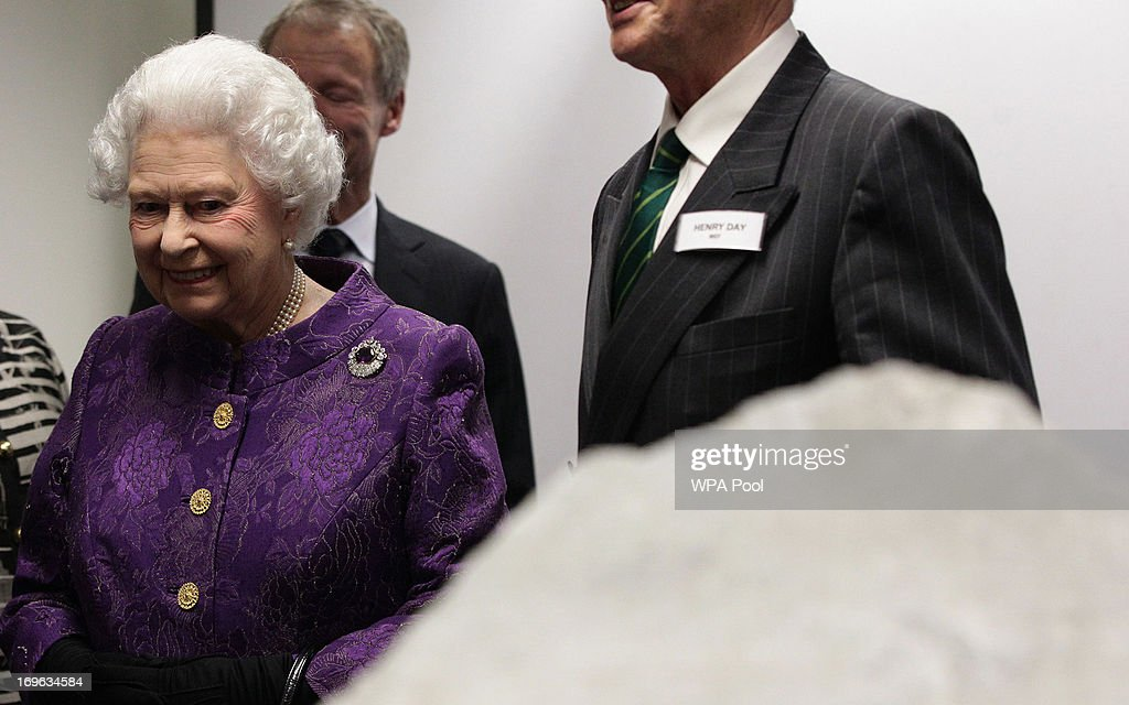 Queen <a gi-track='captionPersonalityLinkClicked' href=/galleries/search?phrase=Elizabeth+II&family=editorial&specificpeople=67226 ng-click='$event.stopPropagation()'>Elizabeth II</a> attends a reception to celebrate the 60th Anniversary of the ascent of Everest, at the Royal Geographical Society in Kensington, on May 29, 2013 in west London, England.