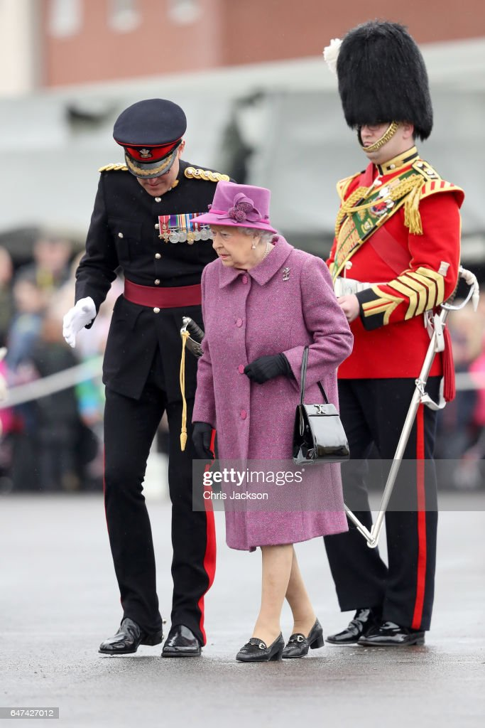queen-elizabeth-ii-attends-a-review-and-presents-leeks-to-the-royal-picture-id647427012
