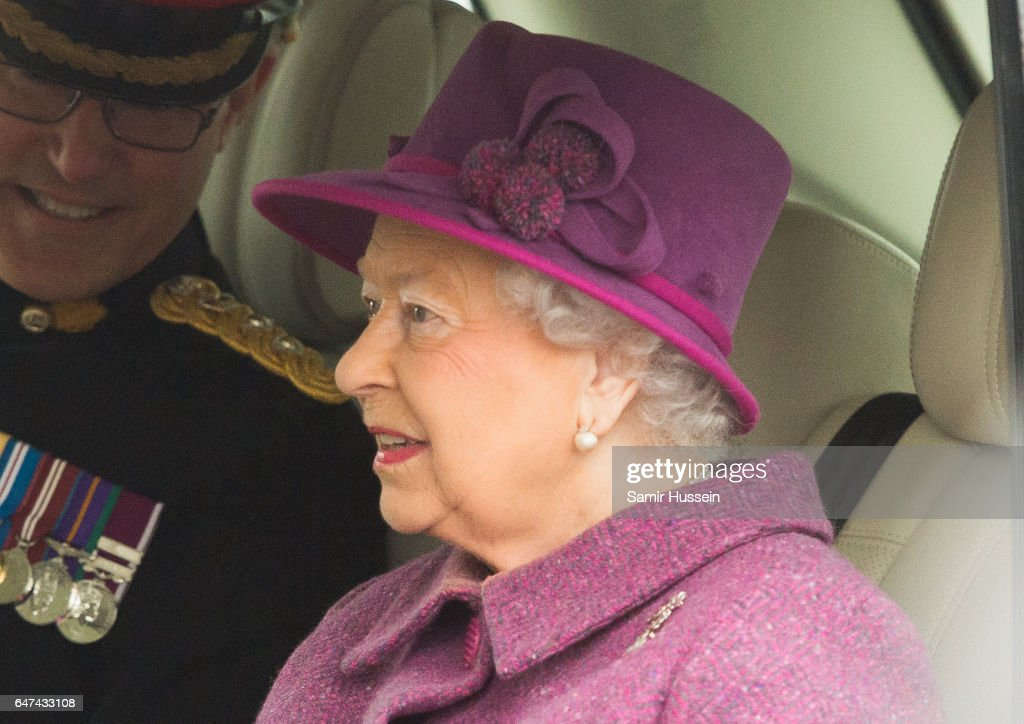 queen-elizabeth-ii-attends-a-review-and-presents-leeks-to-the-royal-picture-id647433108