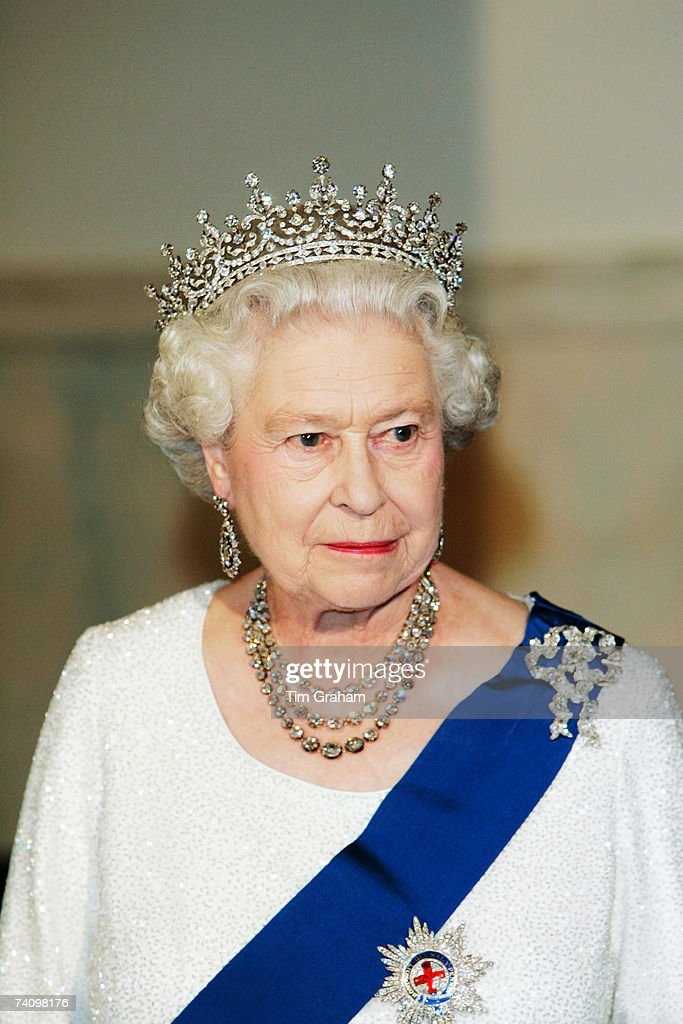 Queen <a gi-track='captionPersonalityLinkClicked' href=/galleries/search?phrase=Elizabeth+II&family=editorial&specificpeople=67226 ng-click='$event.stopPropagation()'>Elizabeth II</a> attends a State Dinner at the White House on the fifth day of her USA tour on May 7, 2007 in Washington, DC.