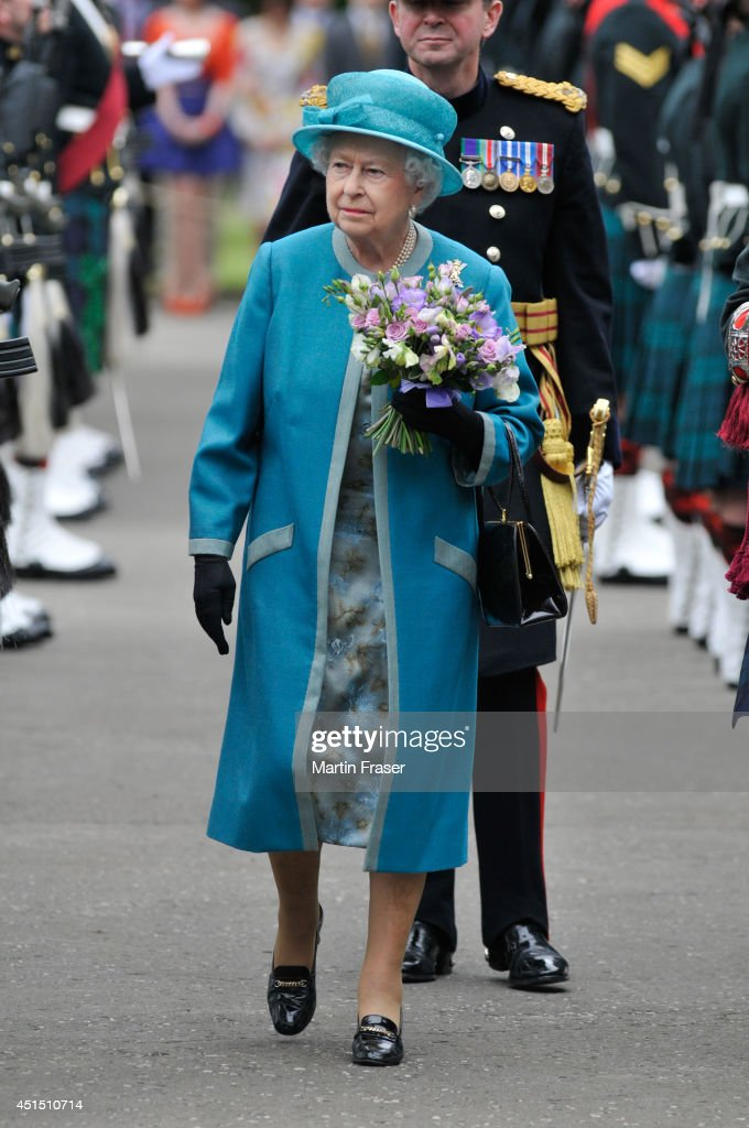 Queen <a gi-track='captionPersonalityLinkClicked' href=/galleries/search?phrase=Elizabeth+II&family=editorial&specificpeople=67226 ng-click='$event.stopPropagation()'>Elizabeth II</a> attends the Ceremony of The Keys, with the 2nd Battallion Royal Regiment of Scotladn as Guard of Honour at The Palace Of Holyroodhouse on June 30, 2014 in Edinburgh, Scotland.