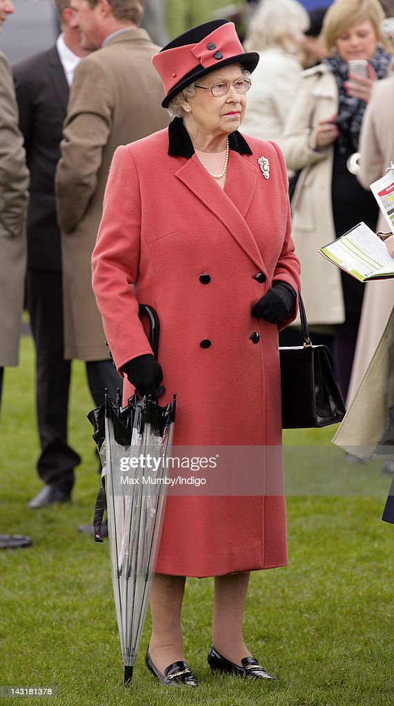 Queen <a gi-track='captionPersonalityLinkClicked' href=/galleries/search?phrase=Elizabeth+II&family=editorial&specificpeople=67226 ng-click='$event.stopPropagation()'>Elizabeth II</a> attends the Dubai Duty Free Race Day at Newbury Racecourse on April 20, 2012 in Newbury, England.