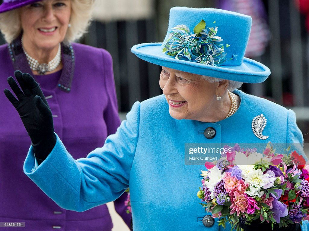 queen-elizabeth-ii-attends-the-unveiling-of-a-statue-of-queen-the-picture-id618564554