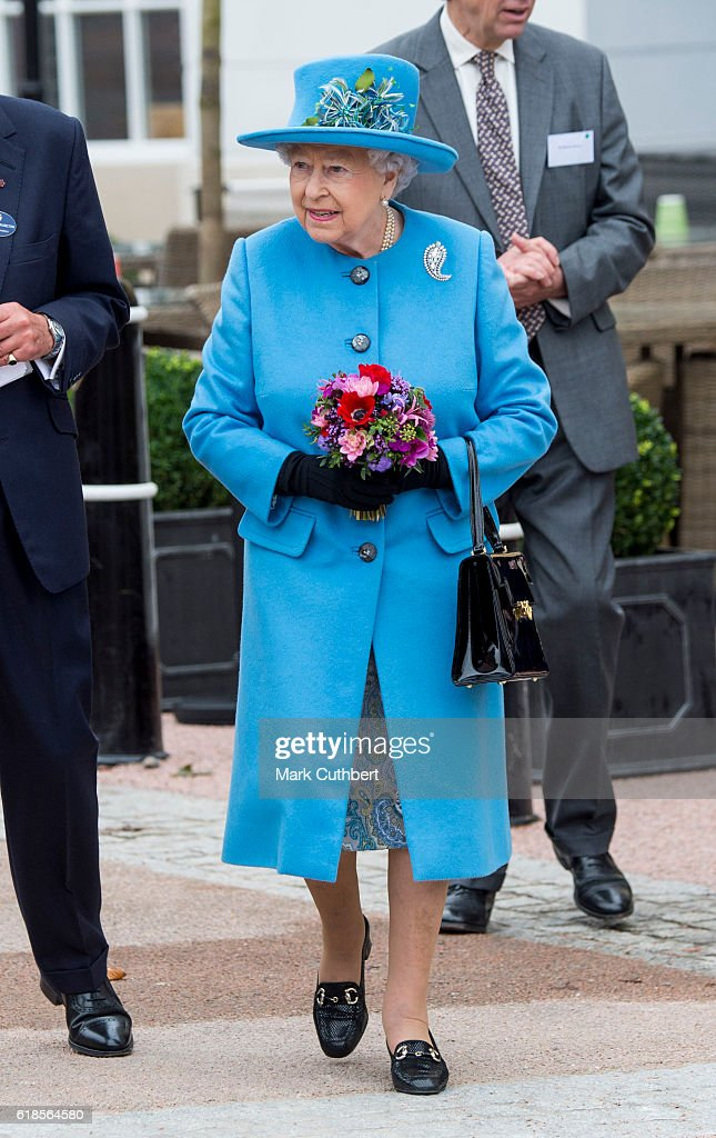 queen-elizabeth-ii-attends-the-unveiling-of-a-statue-of-queen-the-picture-id618564580