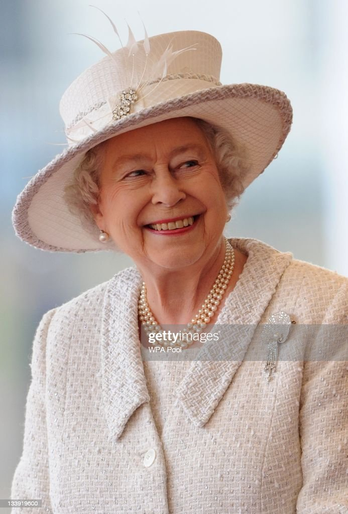 Queen Elizabeth II awaits the arrival of Turkey's President Abdullah Gul and his wife Hayrunnisa Gul at an offical welcoming ceremony on November 22, 2011 in London, England. The President of Turkey is on a five day State visit to the UK.