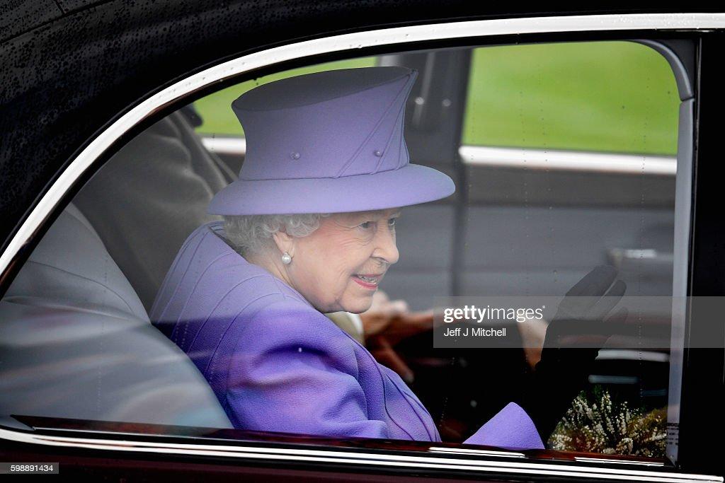 queen-elizabeth-ii-departs-the-braemar-gathering-on-september-3-2016-picture-id598891434