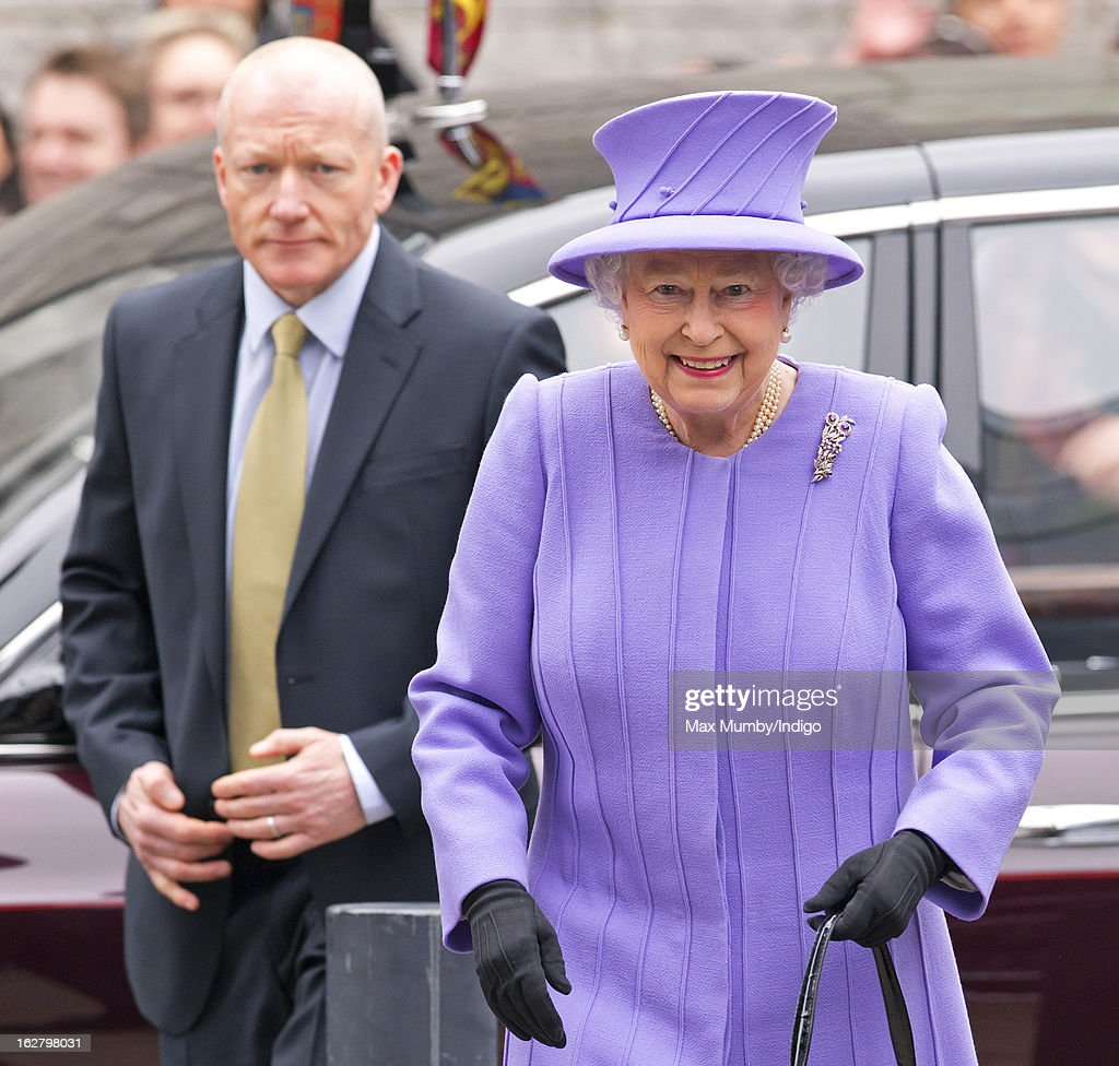 Queen <a gi-track='captionPersonalityLinkClicked' href=/galleries/search?phrase=Elizabeth+II&family=editorial&specificpeople=67226 ng-click='$event.stopPropagation()'>Elizabeth II</a>, flanked by her Police Protection Officer, arrives to open the new National Centre for Bowel Research and Surgical Innovation at Queen Mary, University of London on February 27, 2013 in London, England.