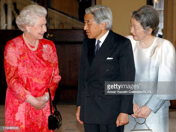 Queen Elizabeth II greets Emperor Akihito and Empress Michiko of Japan at the grand entrance of Buckingham Palace on May 29 2007