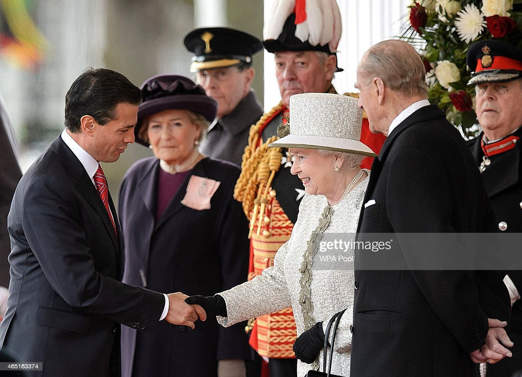 Queen Elizabeth II greets Mexican President <a gi-track='captionPersonalityLinkClicked' href=/galleries/search?phrase=Enrique+Pena+Nieto&family=editorial&specificpeople=5957985 ng-click='$event.stopPropagation()'>Enrique Pena Nieto</a> (2nd L) during a Ceremonial Welcome at Horse Guards Parade on March 3, 2015 in London, England. The President of Mexico, accompanied by Senora Angelica Rivera de Pena, are on a State Visit to the United Kingdom as the guests of Her Majesty The Queen from Tuesday 3rd March to Thursday 5th March.