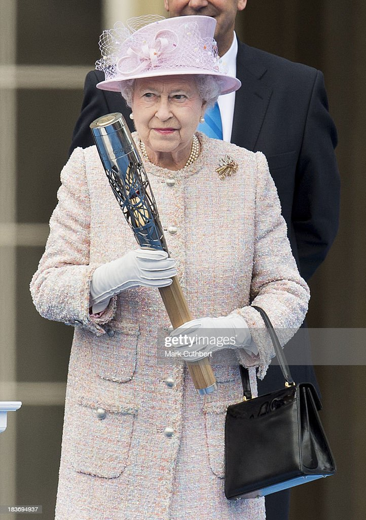 Queen <a gi-track='captionPersonalityLinkClicked' href=/galleries/search?phrase=Elizabeth+II&family=editorial&specificpeople=67226 ng-click='$event.stopPropagation()'>Elizabeth II</a> launches The Baton Relay for the 2014 Commonwealth Games at Buckingham Palace on October 9, 2013 in London, England.