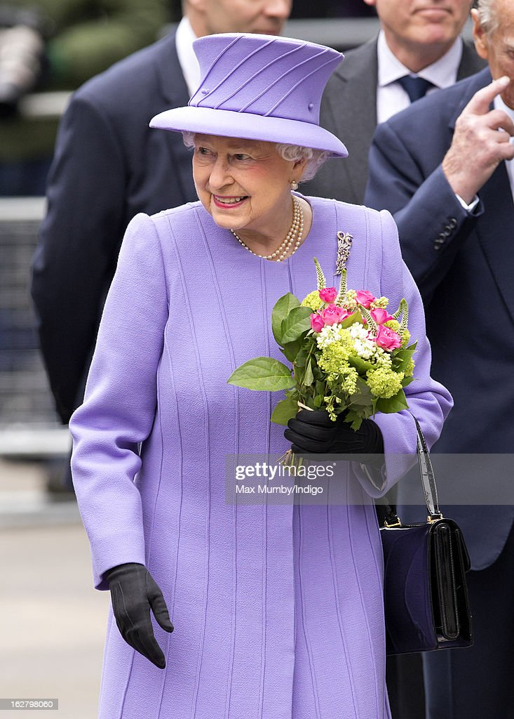 Queen <a gi-track='captionPersonalityLinkClicked' href=/galleries/search?phrase=Elizabeth+II&family=editorial&specificpeople=67226 ng-click='$event.stopPropagation()'>Elizabeth II</a> leaves after opening the new National Centre for Bowel Research and Surgical Innovation at Queen Mary, University of London on February 27, 2013 in London, England.