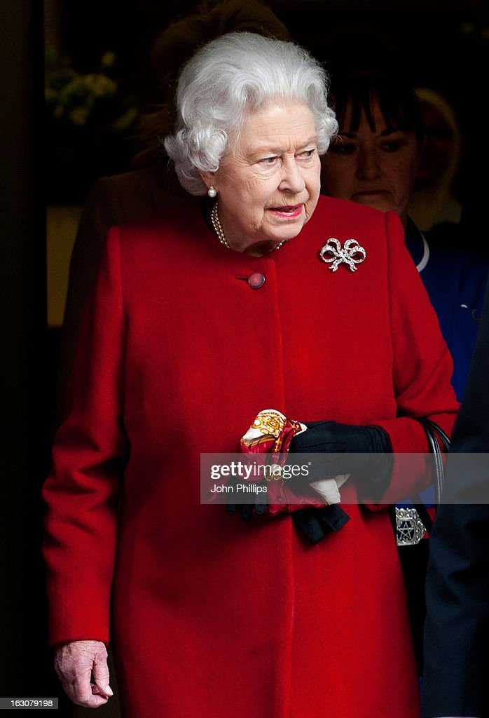 Queen <a gi-track='captionPersonalityLinkClicked' href=/galleries/search?phrase=Elizabeth+II&family=editorial&specificpeople=67226 ng-click='$event.stopPropagation()'>Elizabeth II</a> leaves King Edward II Hospital after being admitted with symptoms of gastroenteritis at King Edward VII Hospital on March 4, 2013 in London, England. The Queen left the hospital and returned to Buckingham Palace after being admitted on Sunday as a precautionary measure.