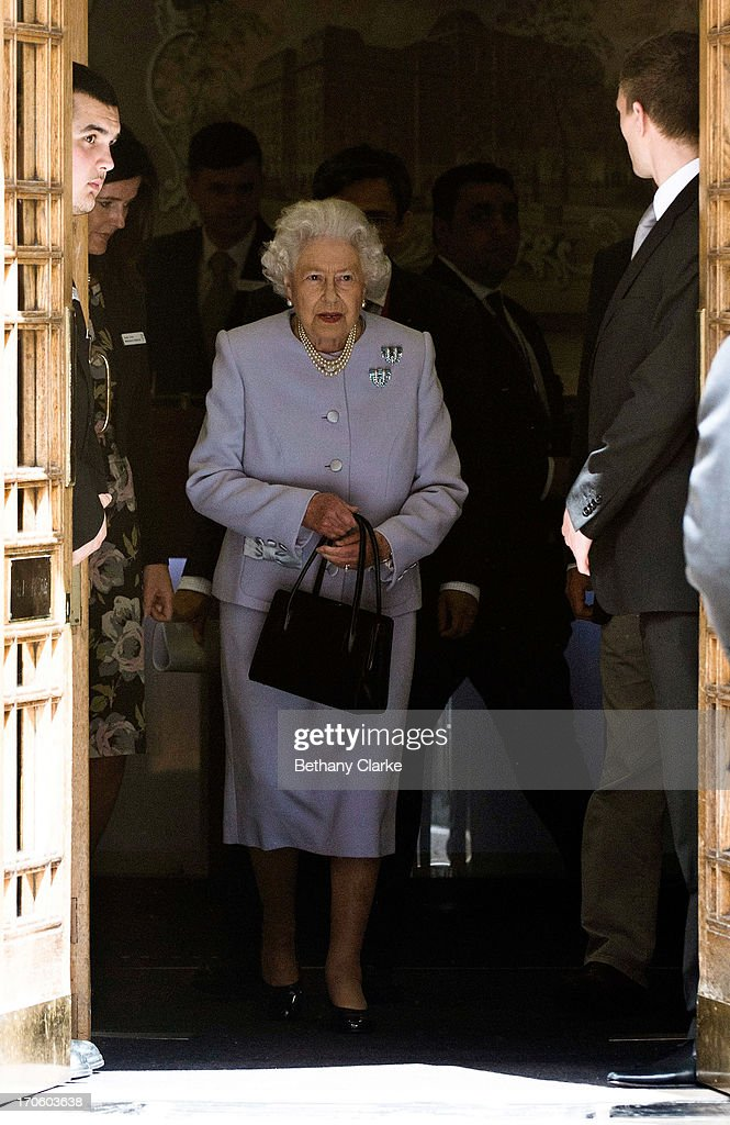 Queen <a gi-track='captionPersonalityLinkClicked' href=/galleries/search?phrase=Elizabeth+II&family=editorial&specificpeople=67226 ng-click='$event.stopPropagation()'>Elizabeth II</a> leaves the London Clinic after visiting her husband Prince Philip, Duke of Edinburgh on June 15, 2013 in London, England. The Duke of Edinburgh is recovering in hospital after undergoing exploratory abdominal surgery.