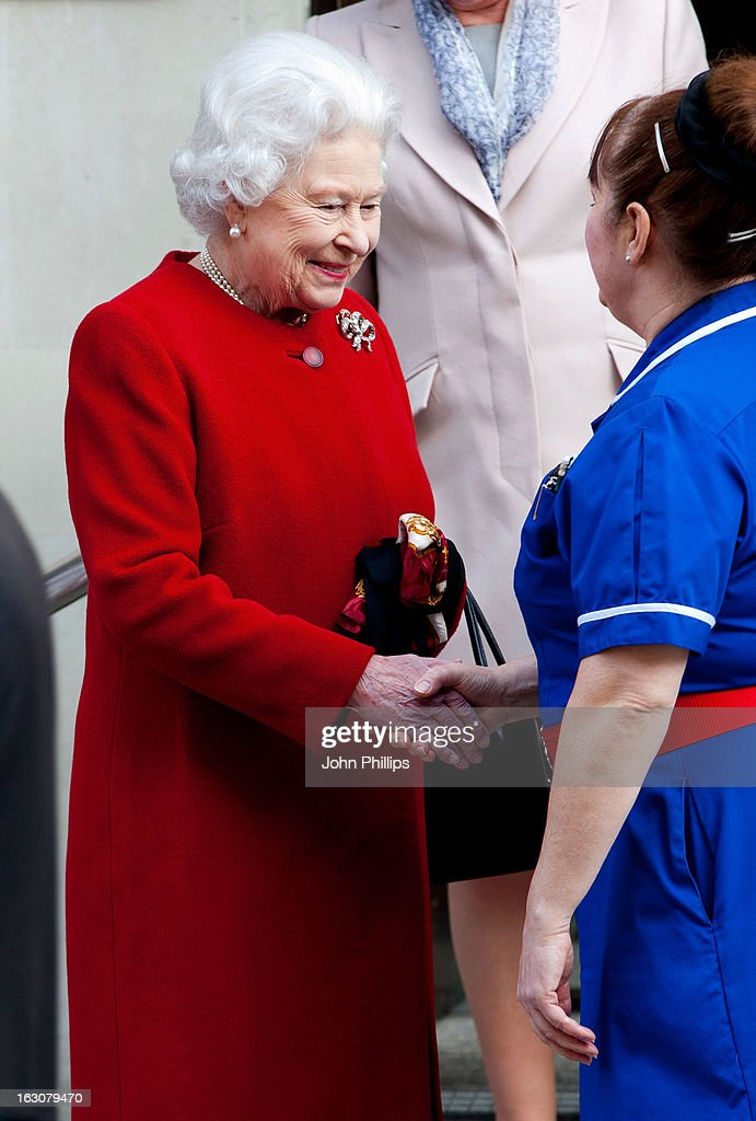 Queen <a gi-track='captionPersonalityLinkClicked' href=/galleries/search?phrase=Elizabeth+II&family=editorial&specificpeople=67226 ng-click='$event.stopPropagation()'>Elizabeth II</a> leaving the King Edward VII Hospital on March 4, 2013 in London, England.