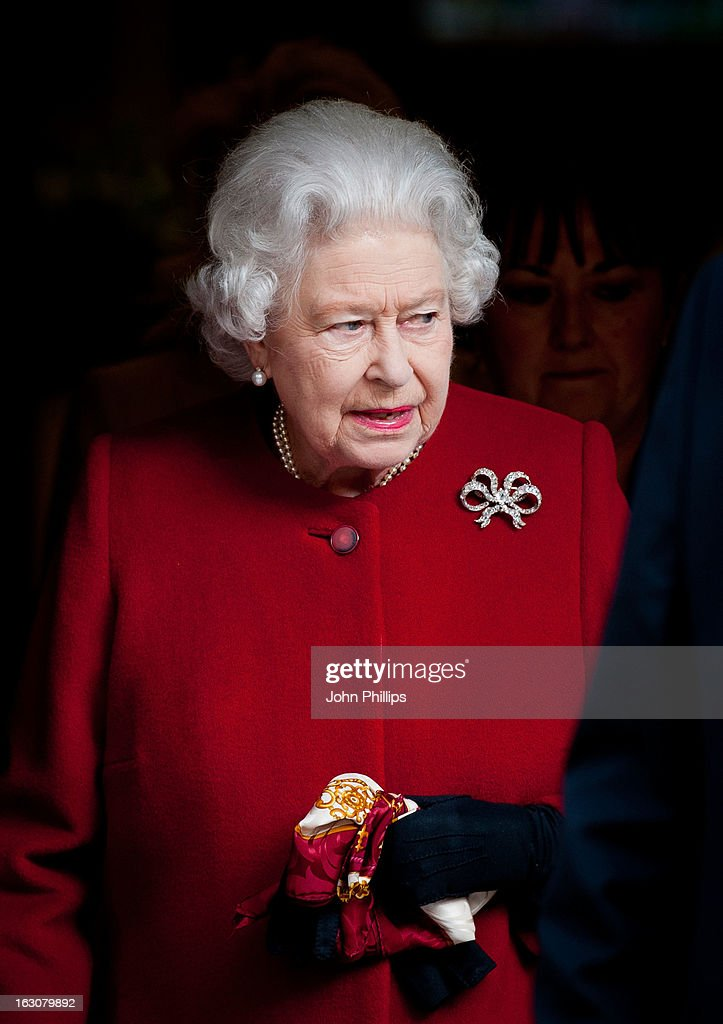 Queen <a gi-track='captionPersonalityLinkClicked' href=/galleries/search?phrase=Elizabeth+II&family=editorial&specificpeople=67226 ng-click='$event.stopPropagation()'>Elizabeth II</a> leaving the King Edward VII Hospital on March 4, 2013 in London, England. The Queen left the hospital and returned to Buckingham Palace after being admitted on Sunday as a precautionary measure.