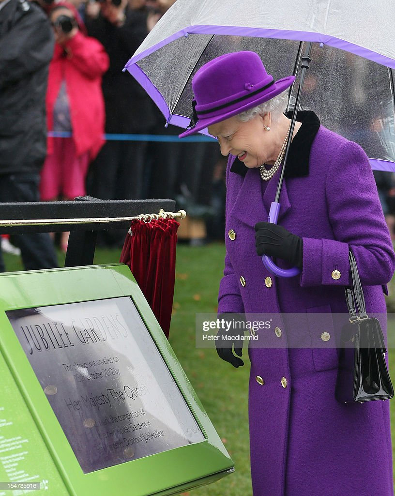 Queen <a gi-track='captionPersonalityLinkClicked' href=/galleries/search?phrase=Elizabeth+II&family=editorial&specificpeople=67226 ng-click='$event.stopPropagation()'>Elizabeth II</a> looks a commemorative plaque in the recently re-built Jubilee Gardens on October 25, 2012 in London, England. The recent transformation of the Jubilee Gardens was completed 35 years after they were first created in 1977 to celebrate The Queen's Silver Jubilee.