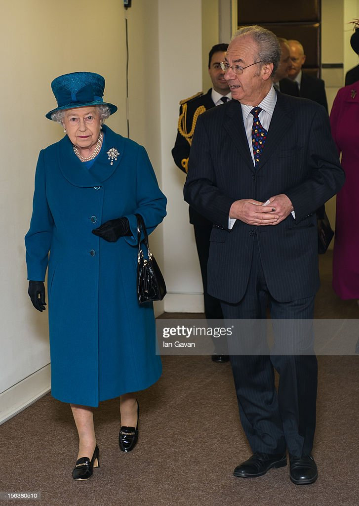 Queen <a gi-track='captionPersonalityLinkClicked' href=/galleries/search?phrase=Elizabeth+II&family=editorial&specificpeople=67226 ng-click='$event.stopPropagation()'>Elizabeth II</a> meets Royal Commonwealth Society Chairman Peter Kellner during her visit to the Royal Commonwealth Society on November 14, 2012 in London, England.