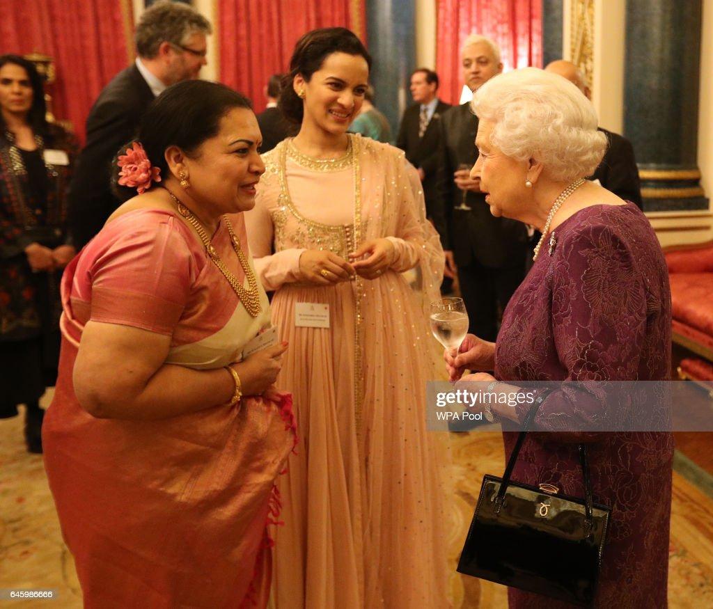 queen-elizabeth-ii-meets-sukanya-shankar-and-anoushka-shankar-the-the-picture-id645986666