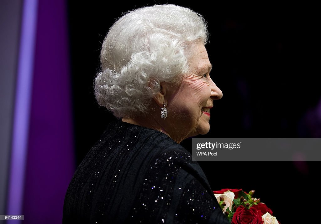 Queen Elizabeth II meets the artists following the Royal Variety Performance on December 7, 2009 in Blackpool, England