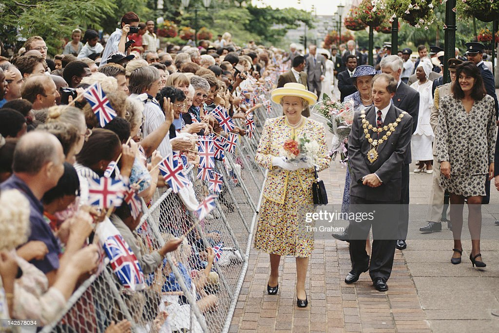 Queen <a gi-track='captionPersonalityLinkClicked' href=/galleries/search?phrase=Elizabeth+II&family=editorial&specificpeople=67226 ng-click='$event.stopPropagation()'>Elizabeth II</a> meets the crowds in front of the town hall during a visit to Durban, South Africa, 25th March 1995. She is accompanied by Mike Lipschitz, the Mayor of Durban, who was found murdered in his home in 2001.