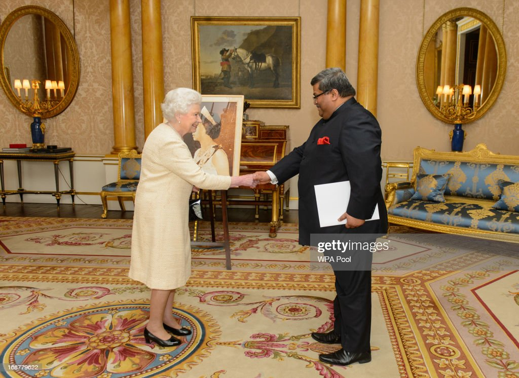 Queen <a gi-track='captionPersonalityLinkClicked' href=/galleries/search?phrase=Elizabeth+II&family=editorial&specificpeople=67226 ng-click='$event.stopPropagation()'>Elizabeth II</a> meets the High Commissioner of Bangladesh Mohamed Mijarul Quayes during an audience at Buckingham Palace, on May 15, 2013 in central London, England.