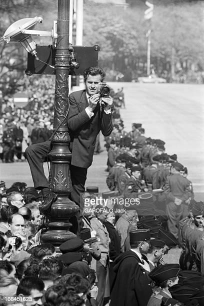 Queen Elizabeth Ii Official Travel In France France Paris 8 avril 1957 Élisabeth II Reine du RoyaumeUni et des royaumes du Commonwealth est en voyage...