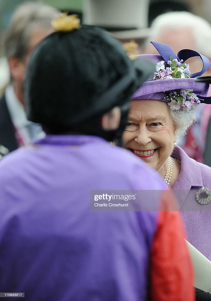Queen <a gi-track='captionPersonalityLinkClicked' href=/galleries/search?phrase=Elizabeth+II&family=editorial&specificpeople=67226 ng-click='$event.stopPropagation()'>Elizabeth II</a> on Ladies' Day during day three of Royal Ascot at Ascot Racecourse on June 20, 2013 in Ascot, England.