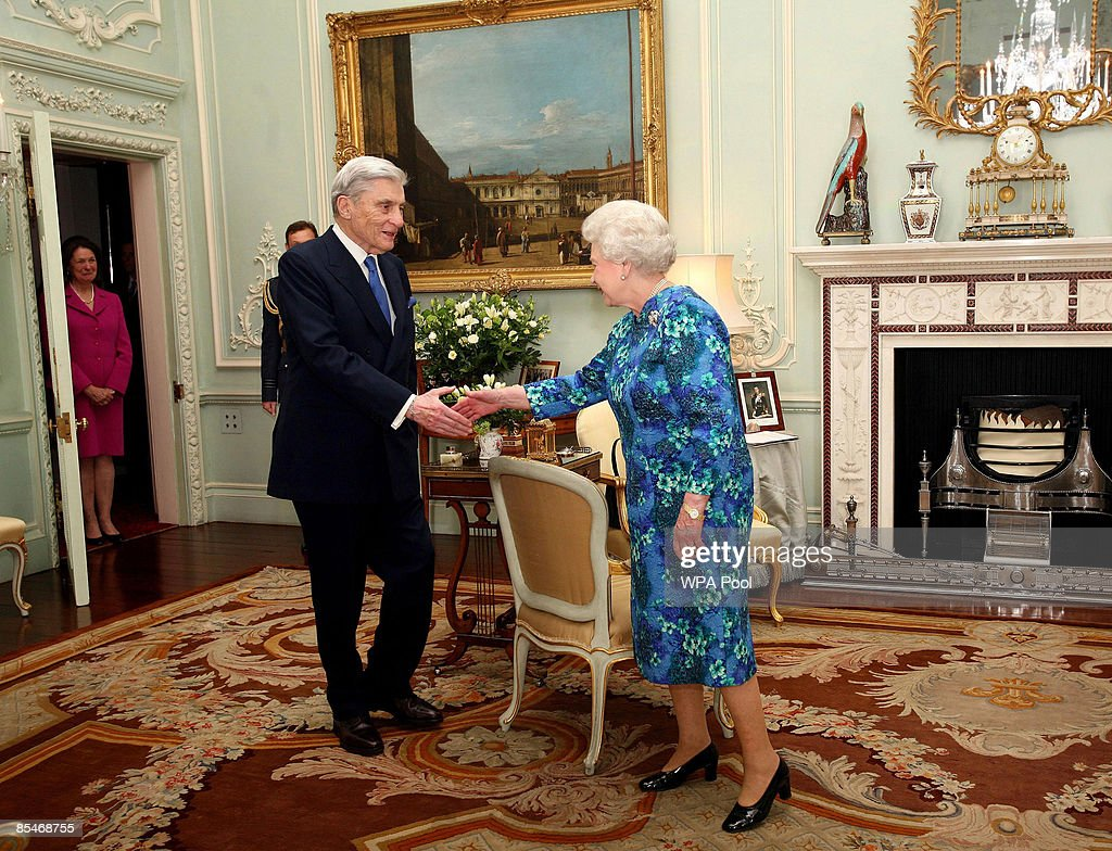 queen elizabeth ii honours us senator john warner as knight queen elizabeth ii presents us senator john warner an honorary knight commander order of chivalry