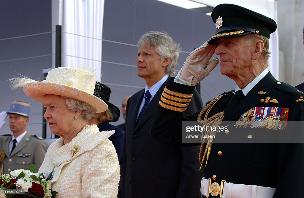 Queen <a gi-track='captionPersonalityLinkClicked' href=/galleries/search?phrase=Elizabeth+II&family=editorial&specificpeople=67226 ng-click='$event.stopPropagation()'>Elizabeth II</a>, Prince Philip, Duke of Edinburgh and French Prime Minister <a gi-track='captionPersonalityLinkClicked' href=/galleries/search?phrase=Dominique+de+Villepin&family=editorial&specificpeople=548074 ng-click='$event.stopPropagation()'>Dominique de Villepin</a> attend a ceremony to mark the 90th anniversary of the Battle of Vimy Ridge, in which more than 3,500 Canadian troops were killed, in northern France on April 9, 2007. Photo: Anwar Hussein