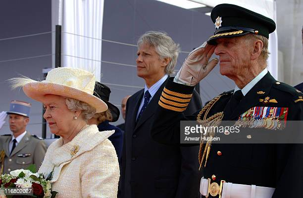 Queen Elizabeth II Prince Philip Duke of Edinburgh and French Prime Minister Dominique de Villepin attend a ceremony to mark the 90th anniversary of...