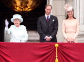 Queen Elizabeth II Prince William Duke of Cambridge and Catherine Duchess of Cambridge wave to the crowds from Buckingham Palace during the Diamond...