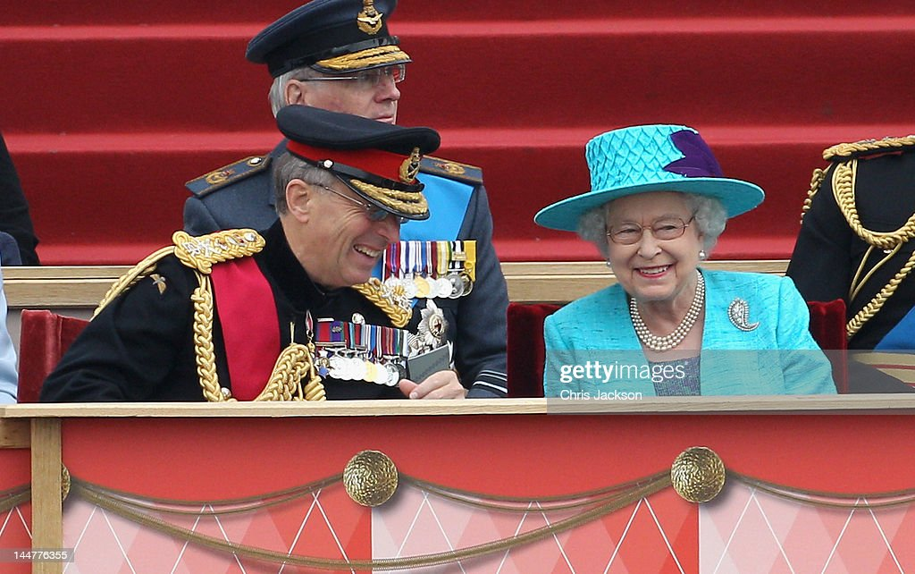 Queen <a gi-track='captionPersonalityLinkClicked' href=/galleries/search?phrase=Elizabeth+II&family=editorial&specificpeople=67226 ng-click='$event.stopPropagation()'>Elizabeth II</a> shares a joke with Chief of the Defence Staff General Sir David Richards (L) at Home Park on May 19, 2012 in Windsor, England. Over 2500 troops took part in the Diamond Jubilee Muster in Home Park.