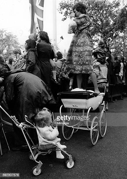 Queen Elizabeth II Silver Jubilee June 1977 Mum borrows baby's pram for a better view of the Queen in the Mall