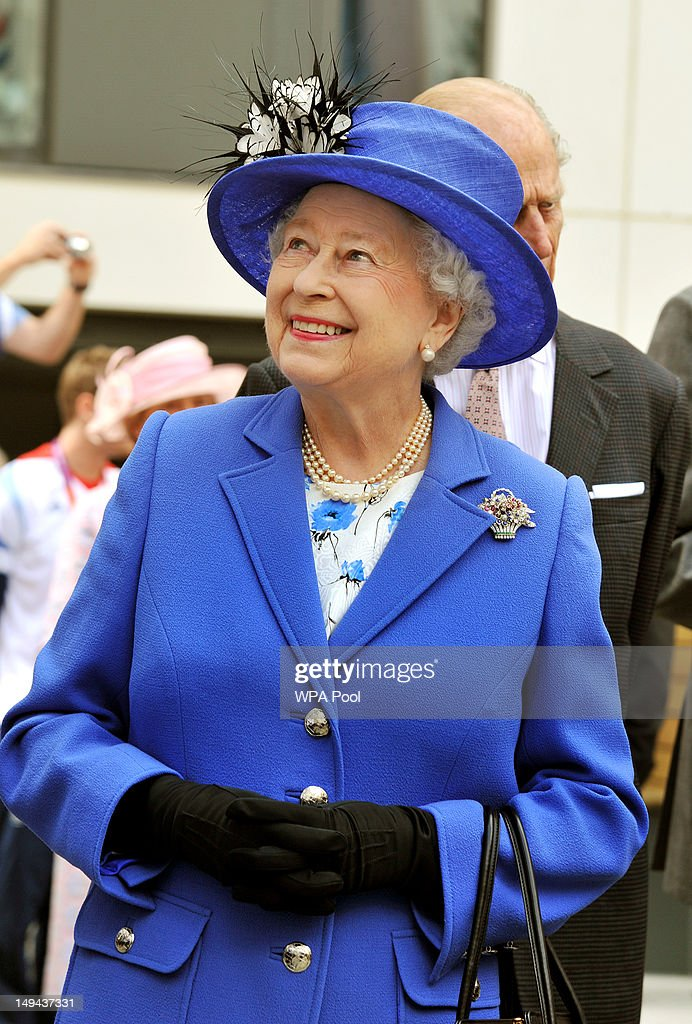 Queen <a gi-track='captionPersonalityLinkClicked' href=/galleries/search?phrase=Elizabeth+II&family=editorial&specificpeople=67226 ng-click='$event.stopPropagation()'>Elizabeth II</a> smiles as she meets one of the taller members of the Great Britain team during a tour of the Athletes Village on day one of the London 2012 Olympics Games on July 28, 2012 in London, England.